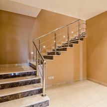 строительство лестницы в таунхаусе