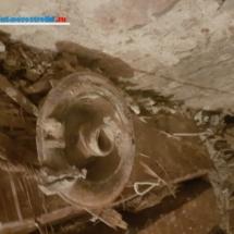 Розетка под пылесос 100 летней давности вскрылась после демонтажа