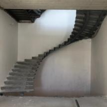 лестница из металоконструкции