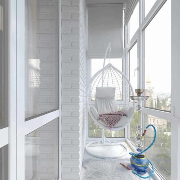 Качели на балконе и кальян
