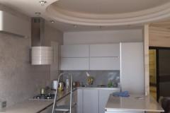 Потолок в форме круга на кухне