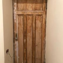 100 летняя дверь зачищена для реставрации